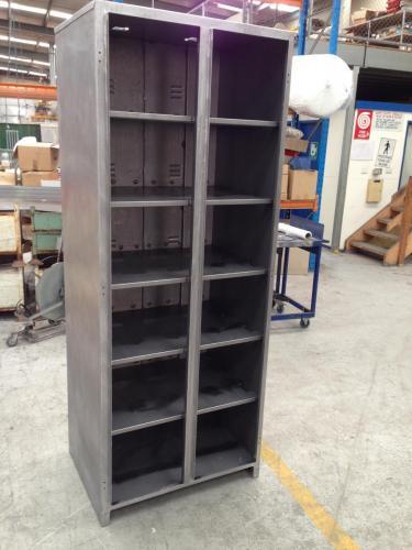 Catten Battery cabinet 2014-05-21 13.47.56
